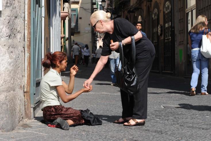 """Allarme povertà, Celano attacca: """"Amministrazione racconta favole"""" - aSalerno.it"""