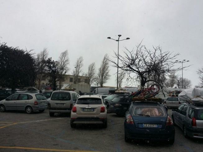 """Il parcheggio bus di via Ligea diventa """"sala d'attesa"""" - aSalerno.it"""