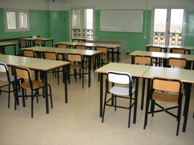 Hashish già in dosi tra i banchi del liceo, perquisizione in classe: arrestato 19enne - aSalerno.it