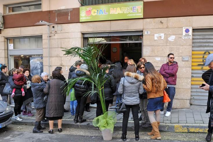 Inaugurato, questa mattina, il primo Social Market della Campania - aSalerno.it