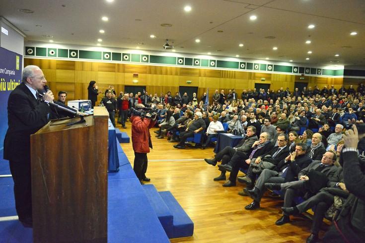 De Luca si sgancia dal Pd: «Mia candidatura non è di partito» - aSalerno.it