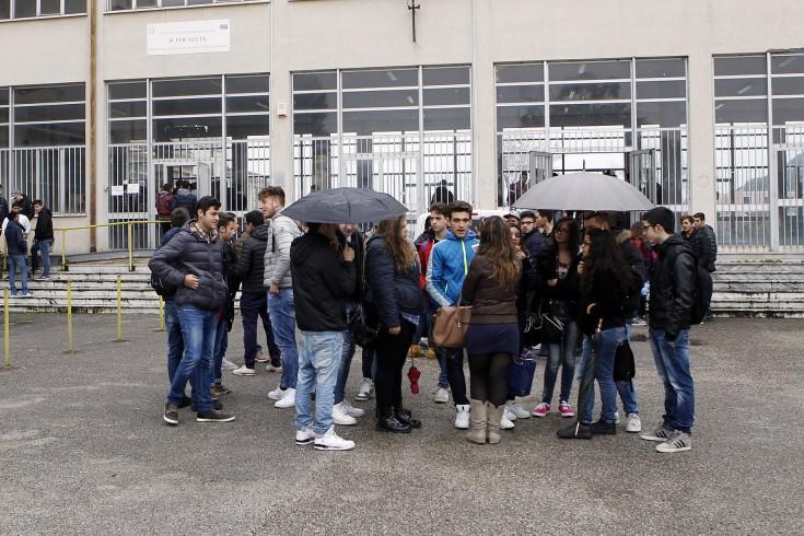 """L'allarme di studenti e preside: """"niente manutenzione, il Focaccia è martoriato"""" - aSalerno.it"""