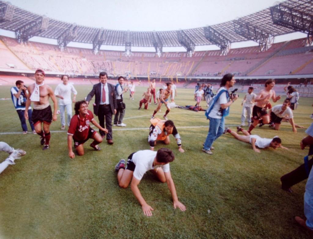 sal : festa promozione salernitana 1994-95. Nella foto la squadra festeggia allo stadio san paolo (Foto archivio Tanopress)