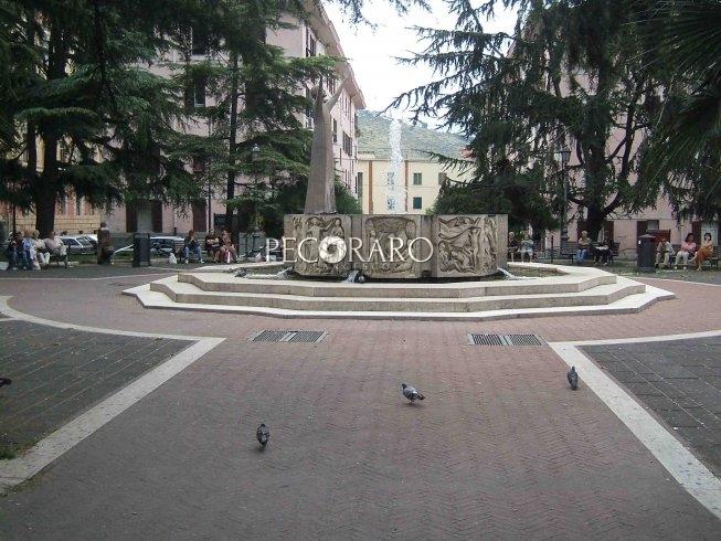 Gli rubano il cane a piazza San Francesco, fermata giovane ucraina - aSalerno.it
