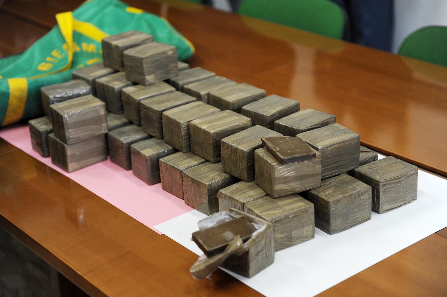Spaccio di droga tre arresti a sapri for Arresti a poggiomarino per droga