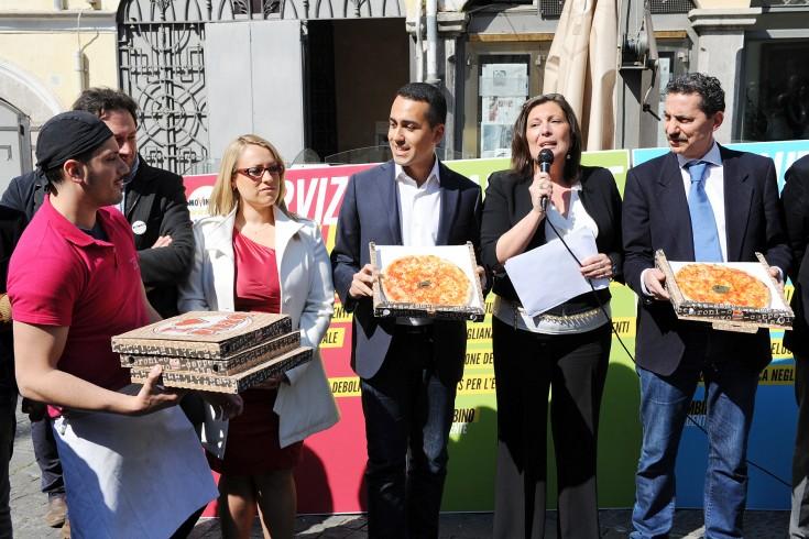 Presentata la lista del M5s: Di Maio con noi mai candidati indagati - aSalerno.it