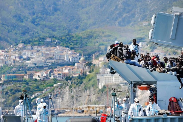 Salerno: tre migranti in fuga dall'ospedale San Leonardo durante i controlli sanitari - aSalerno.it
