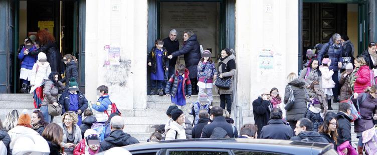 Salerno: cinque mamme aggrediscono una maestra alla scuola Barra - aSalerno.it
