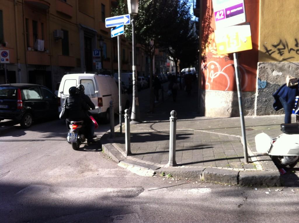 Via G. Quaranta: marciapiedi con scivoli mal realizzati