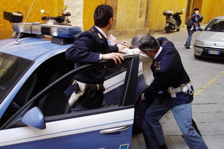 Cava dè Tirreni: extracomunitari si scagliano contro i poliziotti - aSalerno.it