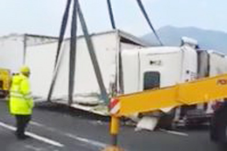 Incidente sull' A30 Caserta – Salerno.  Camion si ribalta, traffico in tilt - aSalerno.it