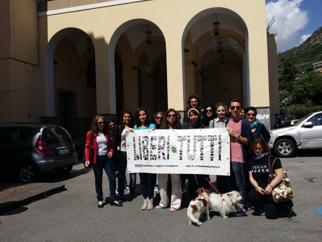 Salerno, animalisti in protesta dinanzi la Prefettura - aSalerno.it