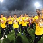 35 i giocatori della salernitana fanno festa in campo