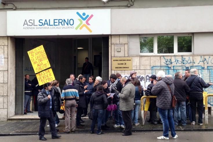 Dipendenti dei centri di riabilitazione in protesta all'Asl di Salerno - aSalerno.it