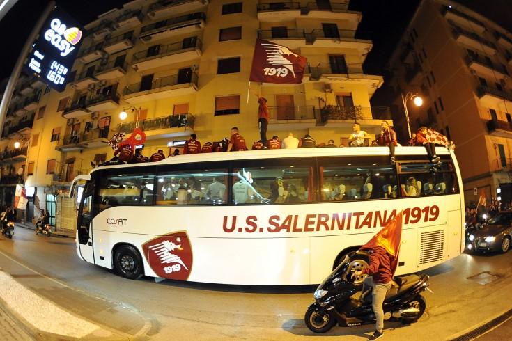 Pullman della Salernitana, ora trasporta i turisti - aSalerno.it
