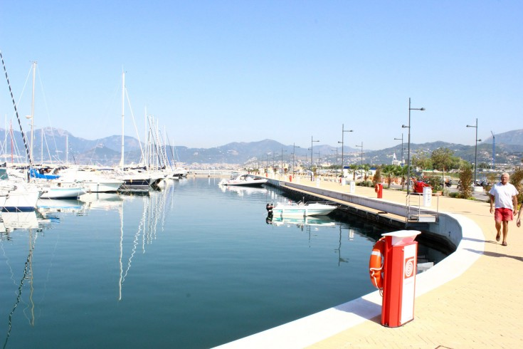 """""""Bandiera Blu approdi"""" e """"5 timoni"""" su 5 per la Marina d'Arechi - aSalerno.it"""