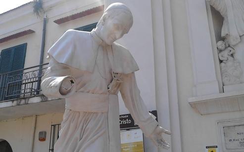 Pagani : Danneggiata la Statua di Sant'Alfonso - aSalerno.it