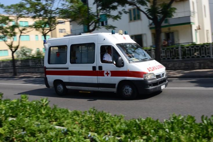 Cade davanti alla scuola, trauma cranico per una bimba di 6 anni - aSalerno.it