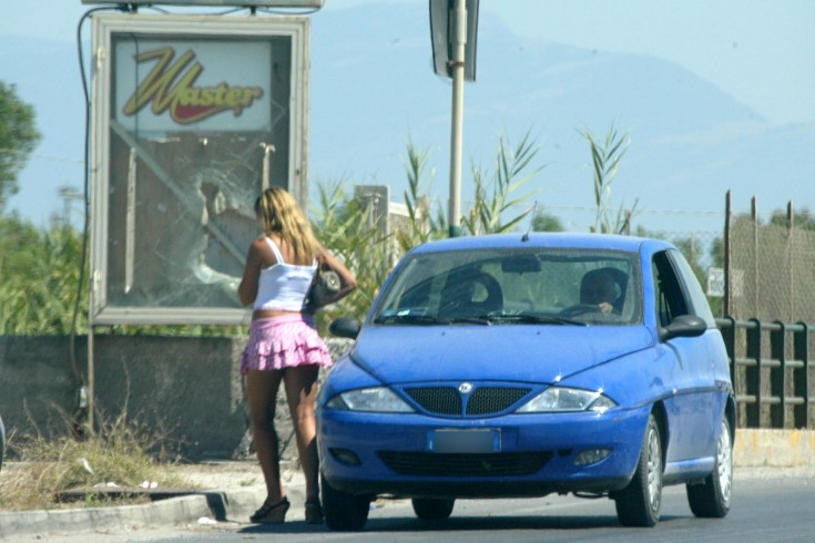 Prostitute, controlli a tappeto in Litoranea: denunciate due donne - aSalerno.it