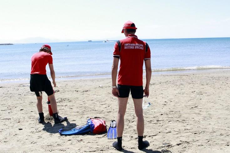 Pacco di droga trovato in spiaggia, indagano i Carabinieri - aSalerno.it