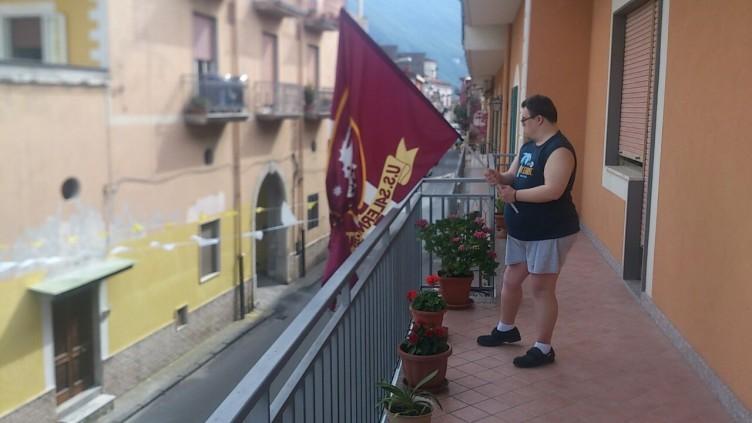Ultrà nocerini restituiscono la gioia e la bandiera ad Andrea - aSalerno.it