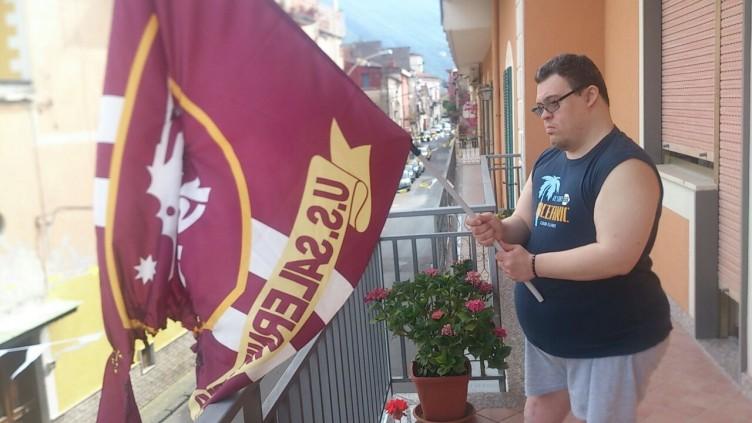 Nocera Superiore, gli bruciano la bandiera della Salernitana - aSalerno.it