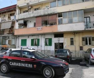 Sal : Battipaglia accoltellamento bambini Nella foto i carabinieri sotto l'abitazione (Foto Francesco pecoraro)