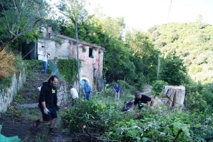 Volontari ebolitani al lavoro nel centro storico - aSalerno.it