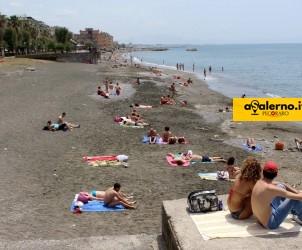 25 05 2014 Salerno Gente in spiaggia