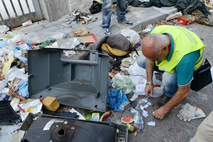 Sorpresi ad abbandonare i rifiuti in strada, scattano le denunce - aSalerno.it