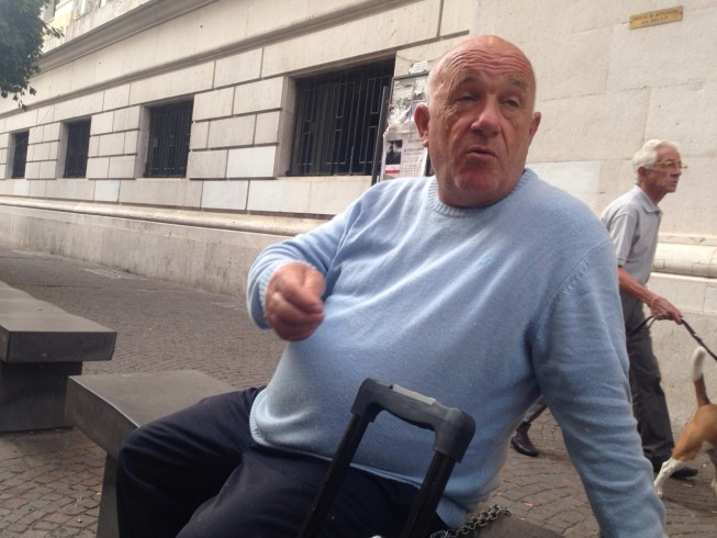 """Si incatena davanti al Tribunale di Salerno: """"Chiedo giustizia"""" - aSalerno.it"""