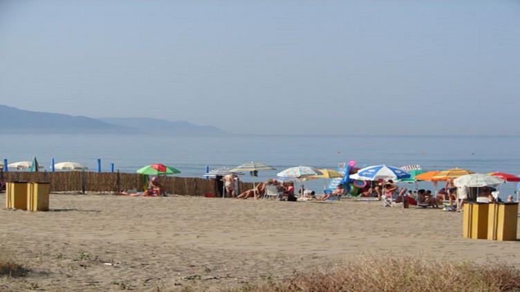 Siringa nel piede in spiaggia a Torrione - aSalerno.it