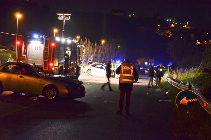 Magazzeno: auto contro palo della luce, 35enne miracolosamente illeso - aSalerno.it