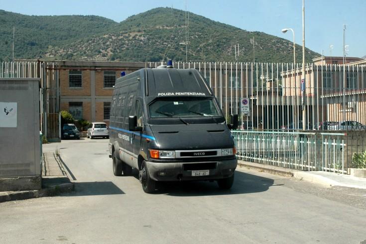Salerno, detenuto muore sul bus che lo porta al processo - aSalerno.it