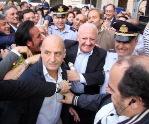 01 06 2015 Salerno Piazza Amendola I Cittadini Festeggiano il Nuovo Presidente della Regione