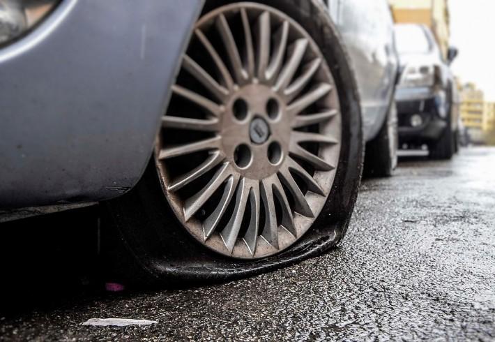 """Decine di pneumatici perforati, identificato il """"bucatore"""" seriale - aSalerno.it"""