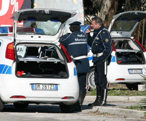sal : Polizia municipale a lavoro con autovelox (foto Tanopress)