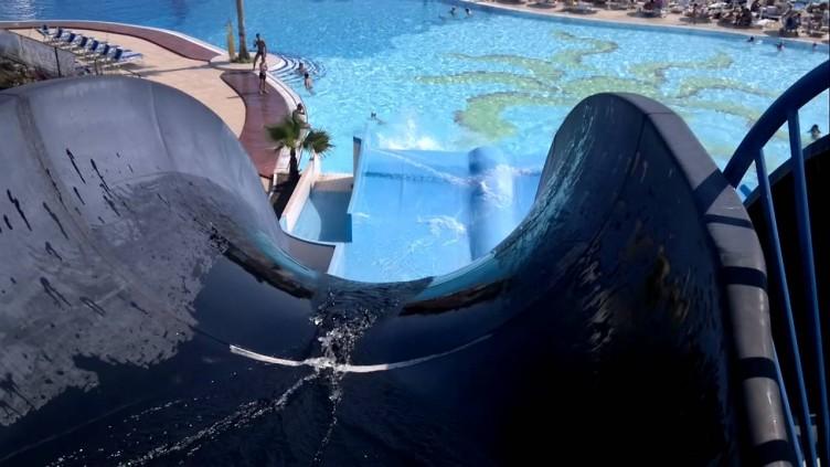 Cade da uno scivolo dell'acquapark, giovane in prognosi riservata - aSalerno.it