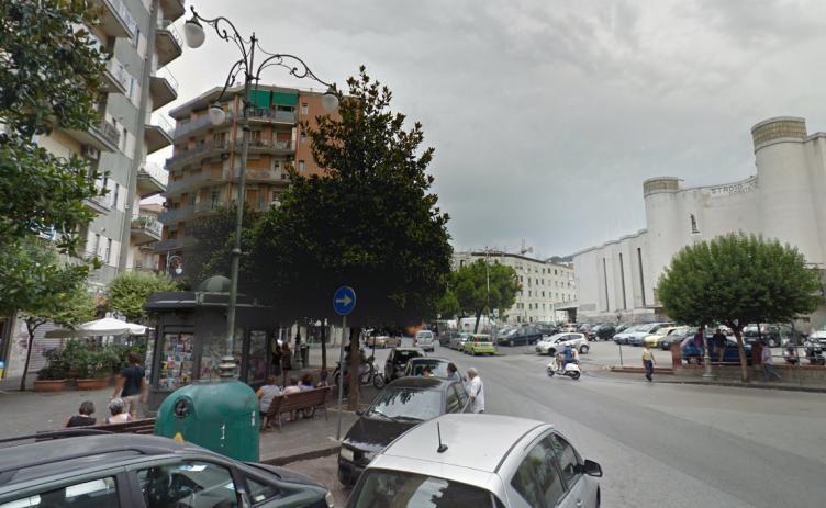 Tragedia all'alba dinanzi al Vestuti, donna si lancia dal balcone - aSalerno.it