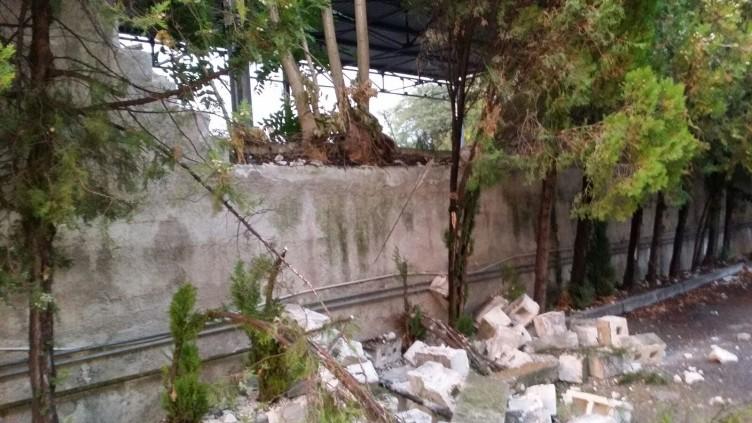 Eboli, crolla muro in località San Giovanni - aSalerno.it