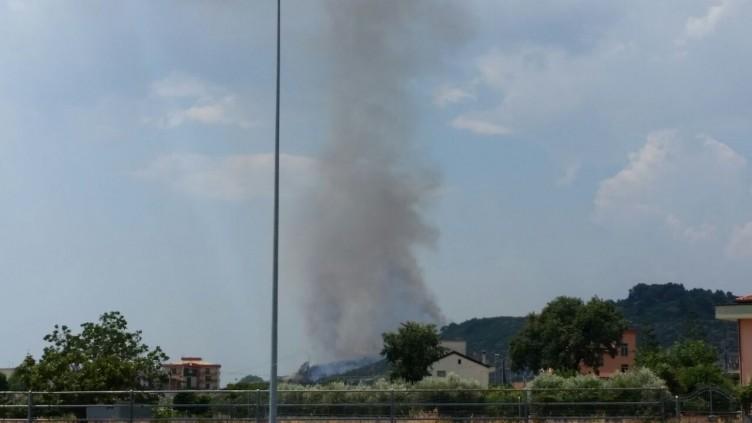Eboli, incendio sulla collina di San Giovanni - aSalerno.it