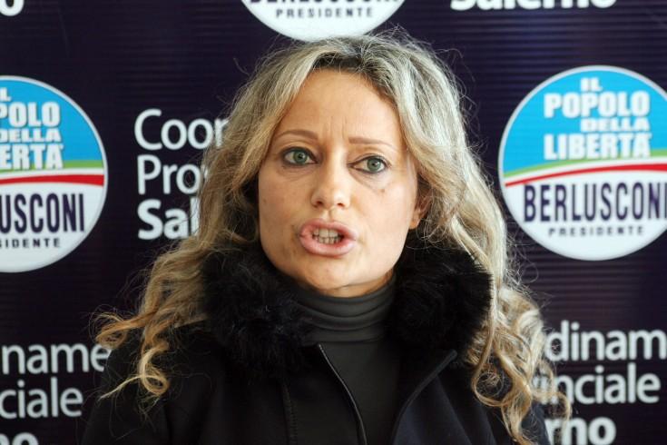 Monica Paolino fuori dall'anticamorra, annunciate le dimissioni - aSalerno.it
