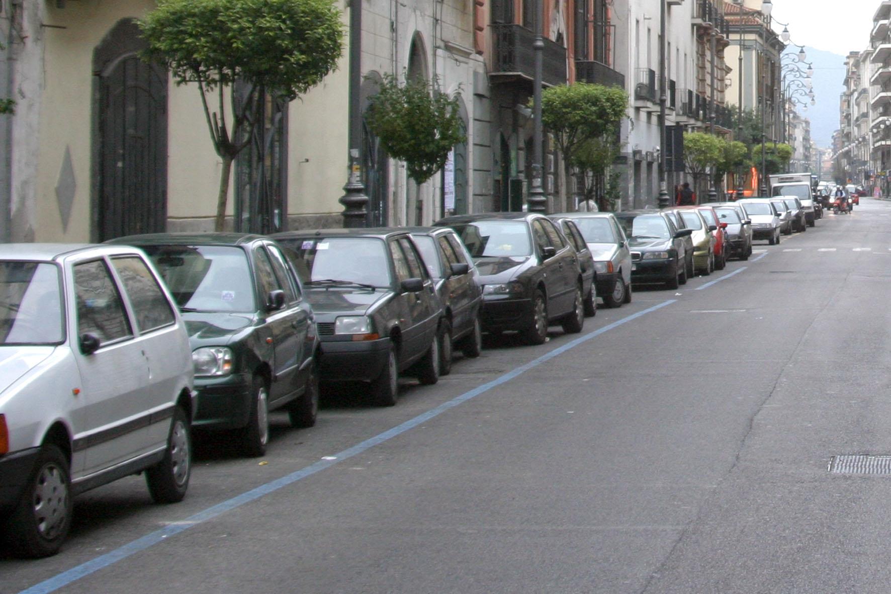 sal : parcheggi strisce blu