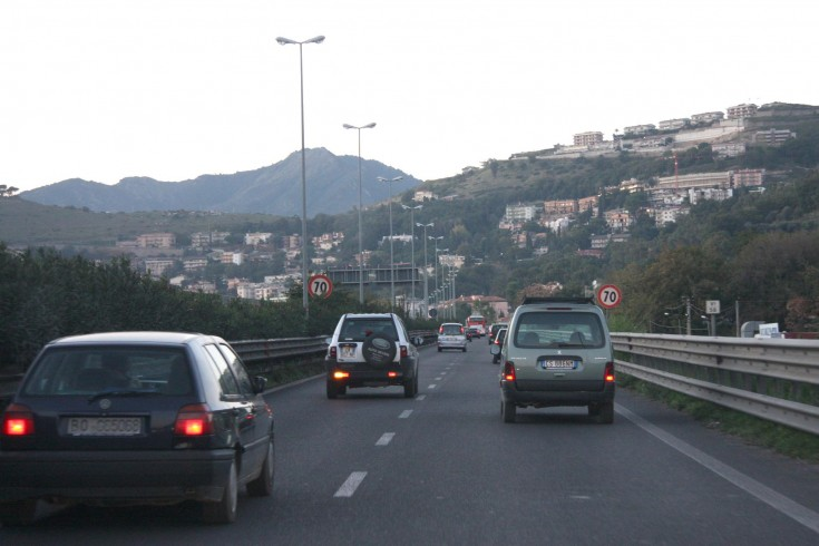 Salerno, Mercedes contromano in tangenziale: 2 feriti - aSalerno.it