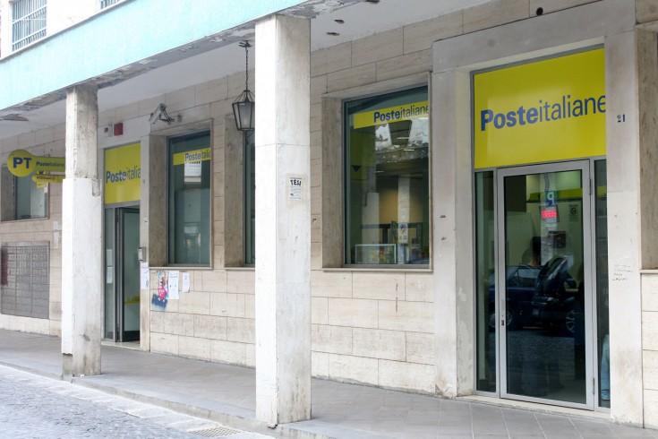 """Uffici postali chiusi per """"ferie"""" - aSalerno.it"""