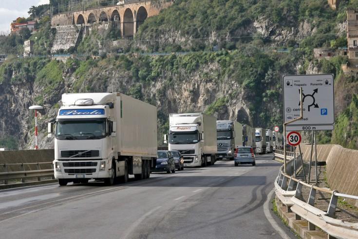 Caos sul Viadotto Gatto, anche i turisti bloccati nel traffico - aSalerno.it