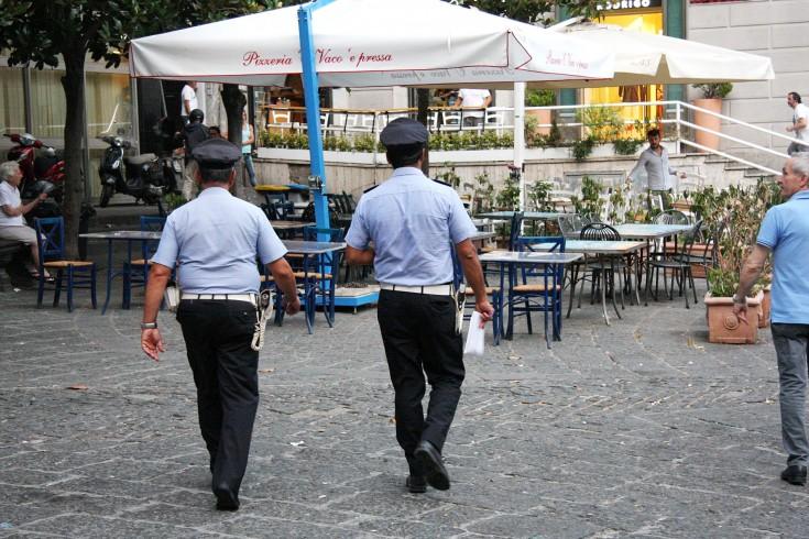 Luci d'Artista, torna l'invasione dei venditori abusivi - aSalerno.it