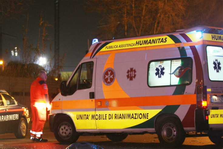 Incidente stradale a Pastena, centauro incastrato sotto auto in sosta - aSalerno.it