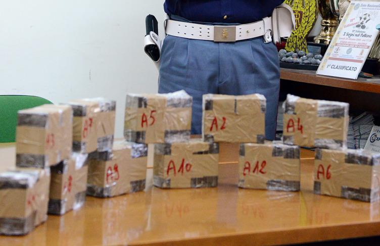 Scafati: arrestato 21 enne, trovati in casa 200 grammi di hashish - aSalerno.it
