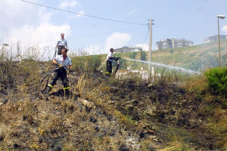 Vasto incendio sul Valico di Chiunzi - aSalerno.it